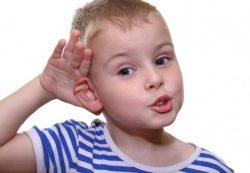 Как правильно чистить уши ребенку?