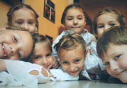 Взаимоотношения младшего школьника со взрослыми и ровесниками