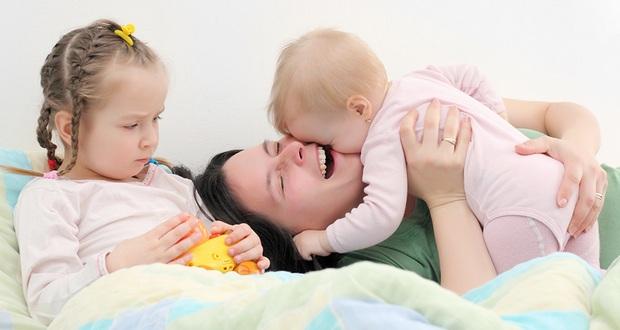 Как избежать детской ревности при появлении второго ребенка