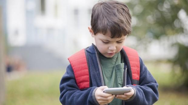 Медики доказали, что использование смартфонов ухудшает здоровье детей
