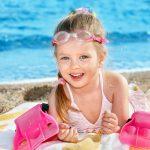 Как правильно загорать с ребенком?