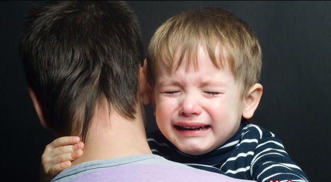 Воспитатель обижает ребенка в саду. Что делать?