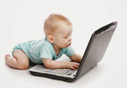 Знакомим ребенка с компьютером