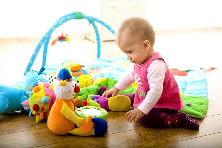 Игрушки ребенка с рождения до двух лет