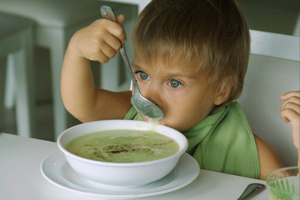 Знакомим малыша с супом
