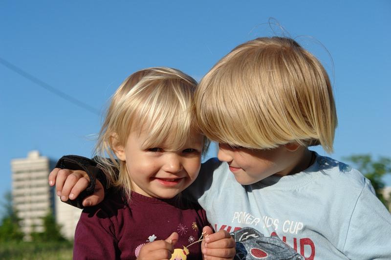Братья и сестры: как избежать ревности? 5 правил