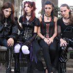 Почему подростки одеваются в черное?