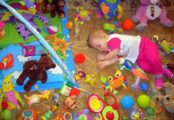 Первые игрушки младенца: от 0 до 6 месяцев