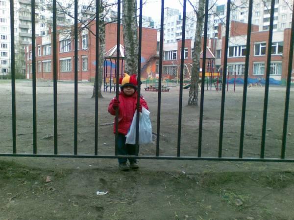Детство за «железным забором»