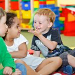 Как научить ребенка общаться