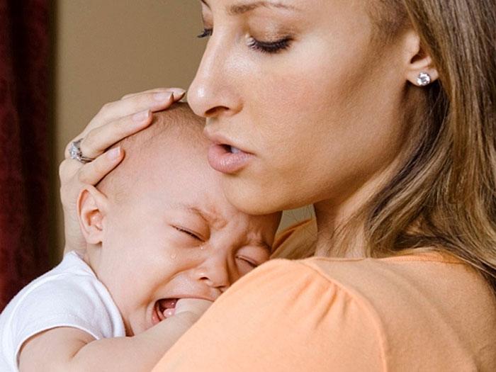 Что делать, если ребенок постоянно плачет и капризничает?