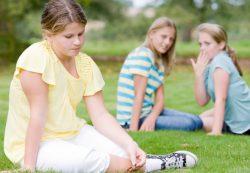 Почему ребенку трудно со сверстниками