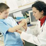 У ребенка хрустят суставы: причины возникновения хруста