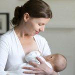 Грудное вскармливание защищает детей от экземы