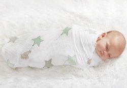 Как правильно пеленать новорожденного и стоит ли это делать?