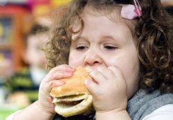Ожирение в детстве влияет на здоровье ребенка в будущем