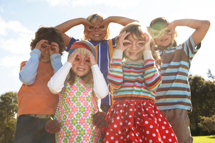 Почему дети так любят яркую одежду?