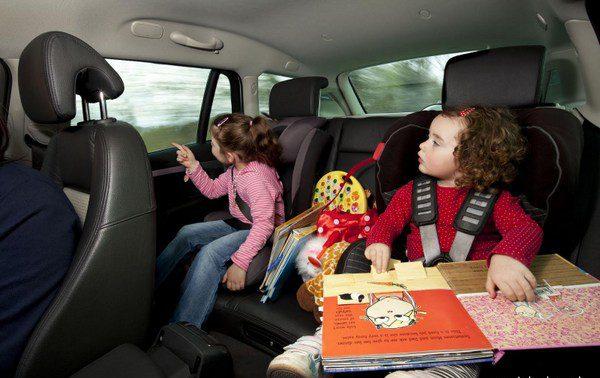 Чем занять детей в дороге: дорожные игры