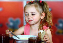 Истории о детях, которых трудно накормить