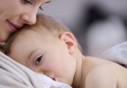 Польза грудного вскармливания для детишек и их мам