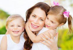 Одна мама и дети-погодки