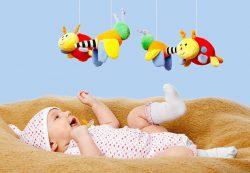 Какие игрушки и игры выбрать для ребенка до года