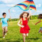Игры на открытом воздухе помогают снизить риск развития близорукости у детей