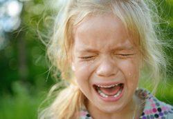 Как успокоить детскую истерику