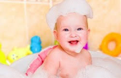 Ребенок до года на кухне и в ванной: правила безопасности
