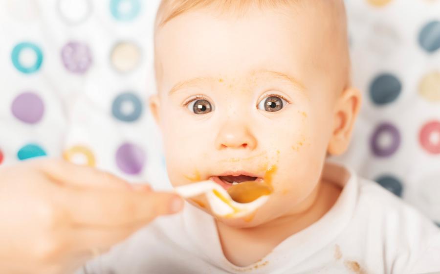 Ребенок до года в России: прикорм – как получится, массаж – обязательно