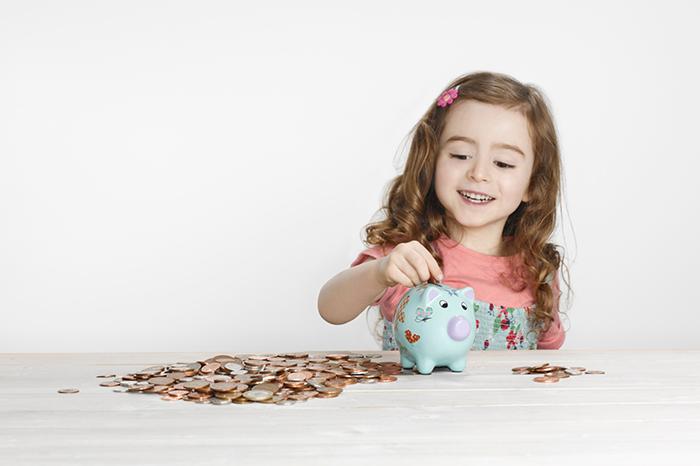 Когда и как выдавать карманные деньги для ребенка