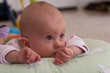 Болит живот: дисбактериоз, колики, жидкий стул у ребенка на грудном вскармливании