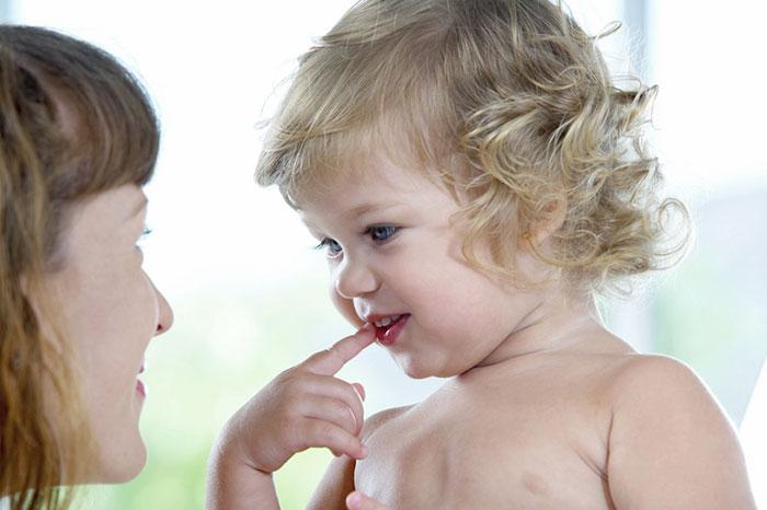 Малыш не говорит: причины задержки развития речи