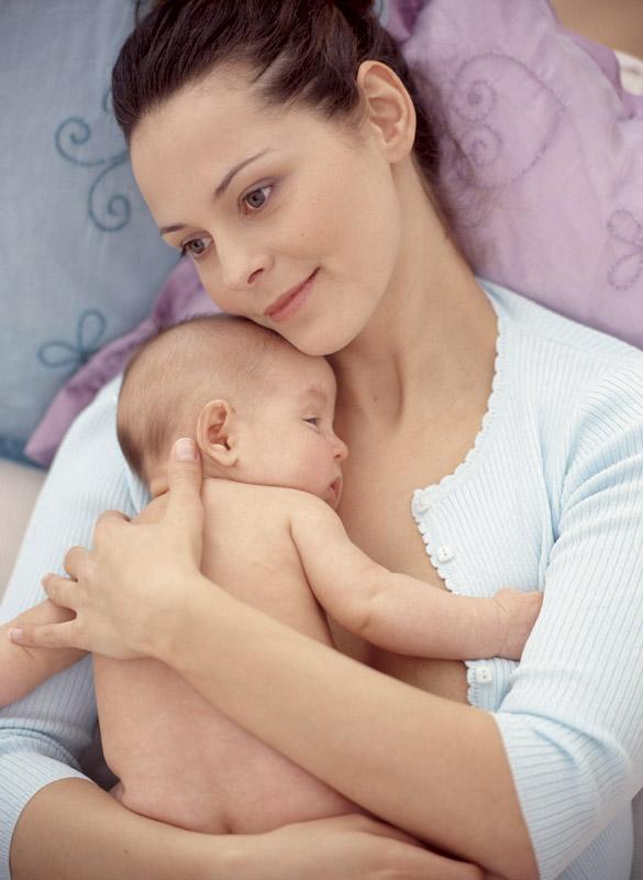 Что происходит с молодой мамой в первые недели после родов