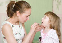 5 домашних способов помочь ребенку с больным горлом