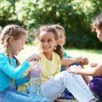 Как научить детей знакомиться?