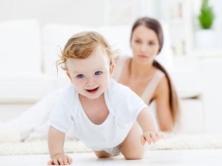 Новорожденный уже умеет ходить! Шаговый рефлекс в действии
