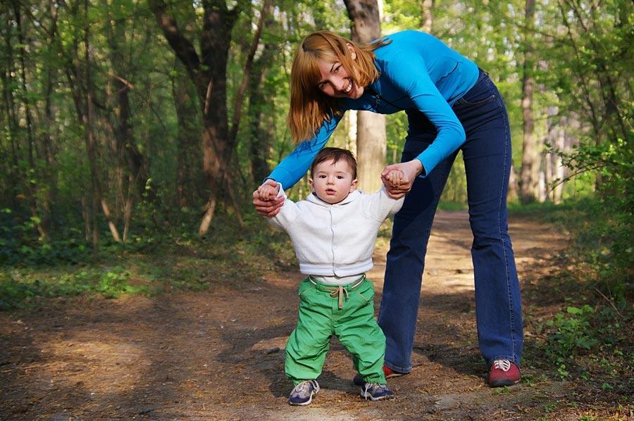 Как научить ребенка ходить: ходунки не помогут!