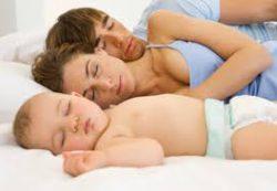 Спим в обнимку, или марш в кроватку?