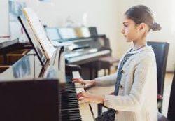 «Требуется няня с музыкальным образованием»