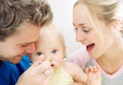 Питание ребенка до года: прикорм и грудное вскармливание