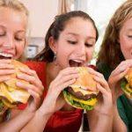 Нездоровое питание может навредить психическому здоровью подростков