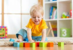 Во что играть с ребенком и водить ли на «развивалки»?