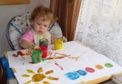 Детский рисунок в 1 год 10 месяцев: пальчиковые краски и боди-арт