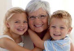 Обязаны ли бабушки нянчиться с внуками?