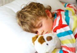 Укладывать спать днем после 3 лет или нет? Смотрите на поведение ребенка