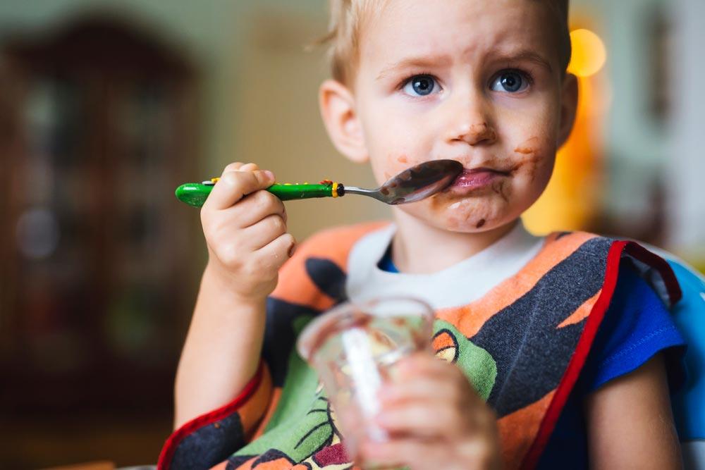 Ребенок ест много сладкого. Как отучить? 2 способа