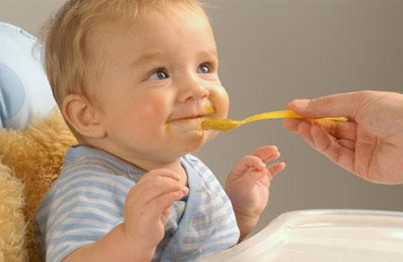 Кормление ребенка от 1 до 2 лет: как не превратить в игру