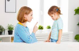 Ребёнок не слушается, дерется, у него истерика: как завладеть вниманием
