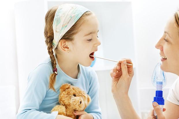 У ребенка болит горло: чем лечить?